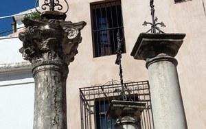 Detalle del estado de los capiteles antes de la intervención de la Gerencia de Urbanismo