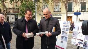 Delegados de Hábitat Urbano y Movilidad y Casco Antiguo con pruebas del pavimento a instalar
