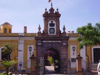 Fachada principal de la Real Fábrica de Artillería, en la calle Eduardo Dato