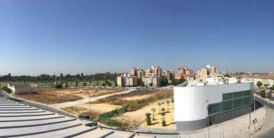 Suelos en el espacio central de la barriada que serán reurbanizados por la Agencia de la Vivienda y Rehabilitación de Andalucía