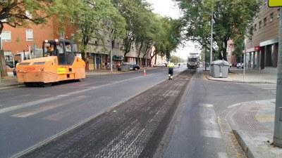 Trabajos de repavimentación de la calzada de la calle Ramón Carande