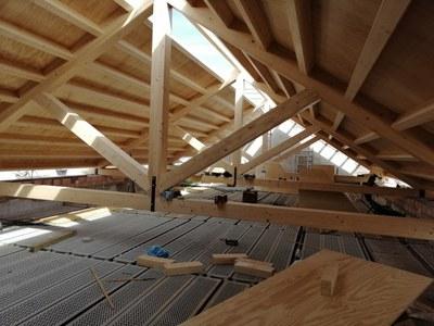 Interior de la nueva cubierta de madera que se ha construido para la nave de la antigua iglesia del convento de San Laureano