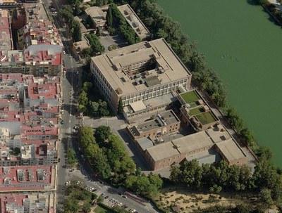 Vista aérea del complejo fabril de Altadis, en el barrio de los Remedios