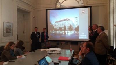 Momento de la presentación del proyecto hotelero de la cadena Radisson, durante la cual se ha anunciado el acuerdo alcanzado para reurbanizar la plaza