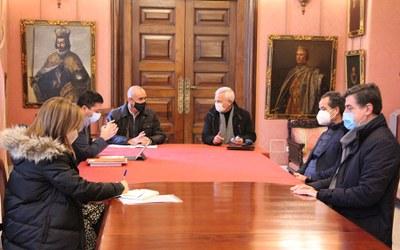 Imagen de la reunión mantenida entre los responsables municipales de Urbanismo y la asociación de hoteleros de Sevilla