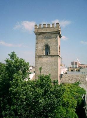 Vista de la Torre de don Fadrique desde el exterior del convento