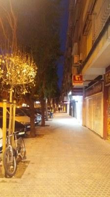 Efecto de la nueva iluminación sobre las aceras de la calle Santa Cecilia