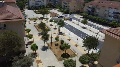 Aspecto general de la nueva Plaza de Azahín, tras las obras