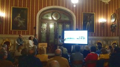 Un momento de la presentación a los vecinos del anteproyecto del futuro centro cívico