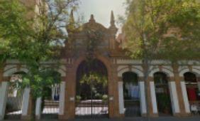 Fachada de la antigua Fábrica de Sombreros, en la calle Arroyo nº 56, que ahora se protege