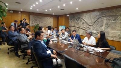 Un momento del encuentro mantenido entre los responsables de la Gerencia de Urbanismo y la delegación coreana