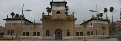 Imagen que presenta en la actualidad el que fuera pabellón de ingresos de la antigua cárcel, convertida hoy en un gran parque público