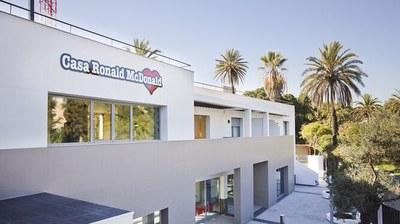Exterior de una de las casas que posee la Fundación McDonald