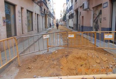 Ejemplo de obras de repavimentación de calzadas en una calle de Sevilla