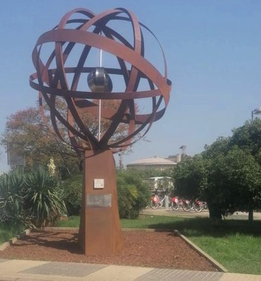 Aspecto que presenta la esfera de la Plaza de Cuba tras los trabajos de conservación a que ha sido sometida